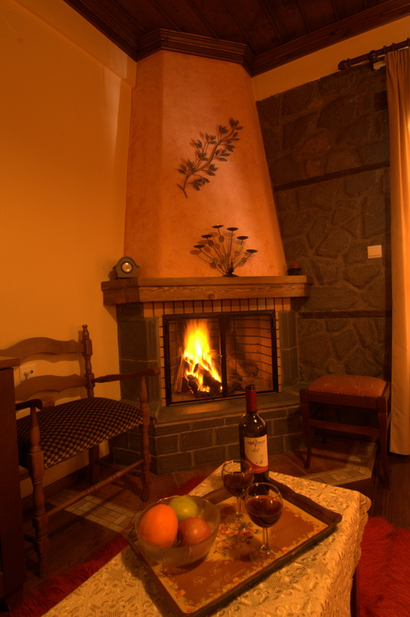 Rooms with traditional fireplace decorated with stone and wood